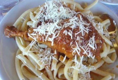 Η συνταγή που κάθε μαγείρισσα πρέπει να γνωρίζει! Λευκαδίτικος κόκορας με μακαρόνια!