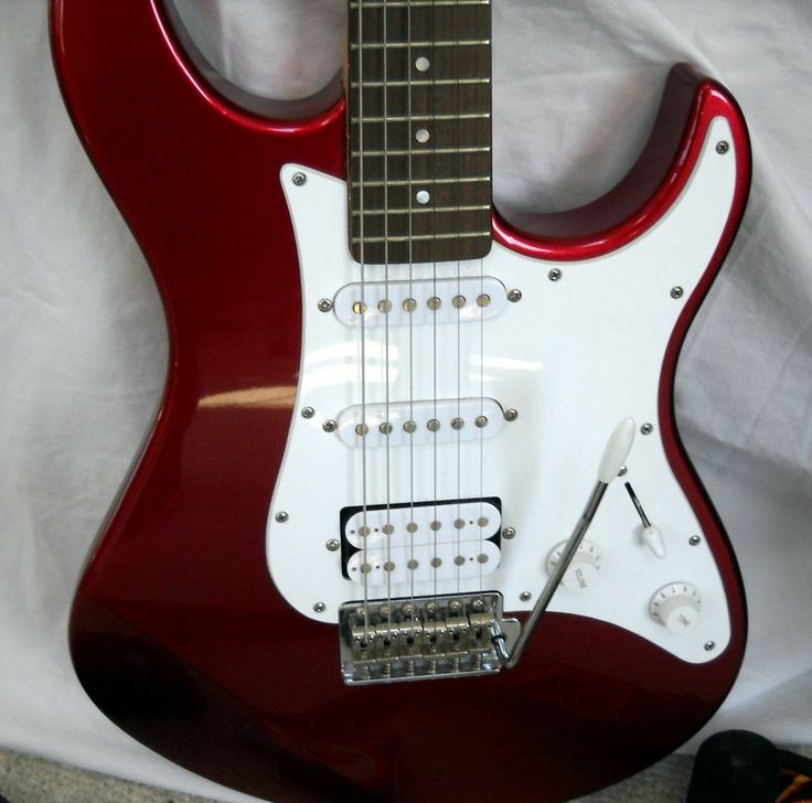 Yamaha Electric Guitar Pacifica PAC012 Metallic Red W/ Guitar Case Strings