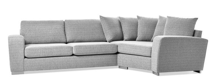 Friday är en rymlig soffa med bra komfort och lite högre ryggstöd. Denna variant är en 2,5-sits soffa med cosy hörn till höger och plymåer i ryggen. Du kan välja på olika armstöd och om du vill ha höga eller låga ben. De högre benen underlättar vid städning, samtidigt som det blir lättare att resa sig ur soffan. Friday finns att få i många tyger, läder och färgkombinationer. Köp gärna till en eller flera nackkuddar.