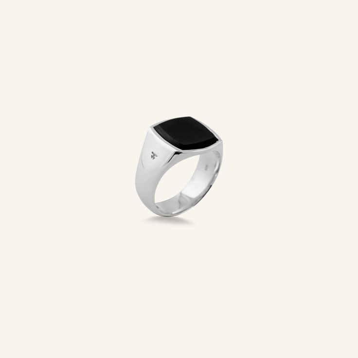 Tom Wood – The Cushion Onyx Ring – Black Onyx – Støy