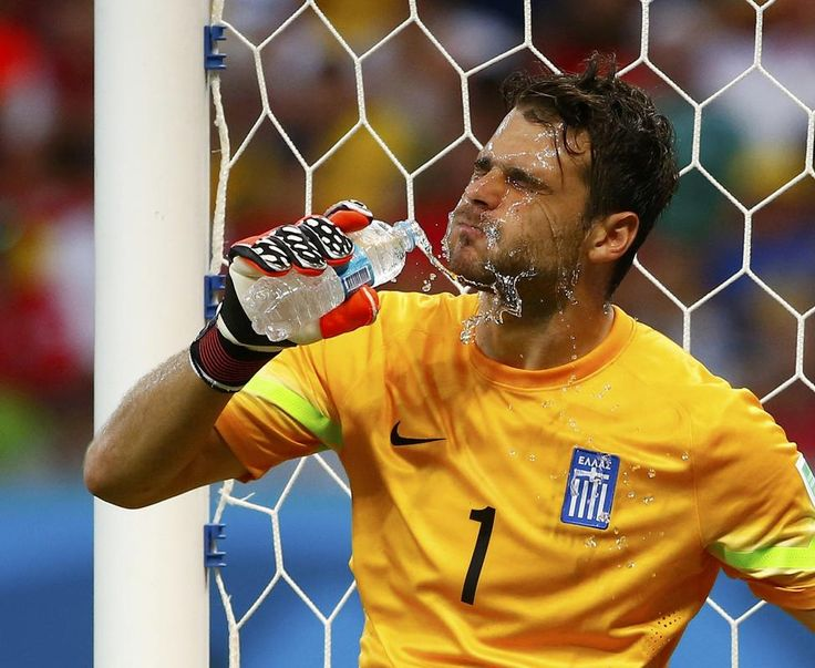 Greece's goalkeeper Orestis Karnezis splashes water on himself during their 2014 World Cup round of 16 game against Costa Rica at the Pernambuco arena in Recife June 29, 2014.