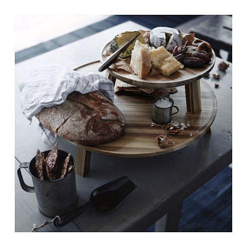 SKOGSTA Serveerschaal op voet IKEA Door de ruime vorm is het een echte blikvanger op een gedekte tafel.