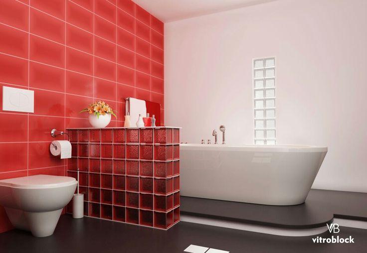 ESPACIOS MODERNOS Esta aplicación utiliza nuestro ladrillo de vidrio Rojo para añadir un toque de color, permitiendo al mismo tiempo que la luz natural fluya a través de la pared. . . . #Vitroblock #LadrilloDeVidrio #DecoHogar #Arquitectura #LuzNatural #DiseñoDeInteriores #Toilette #Baño #ideashogar