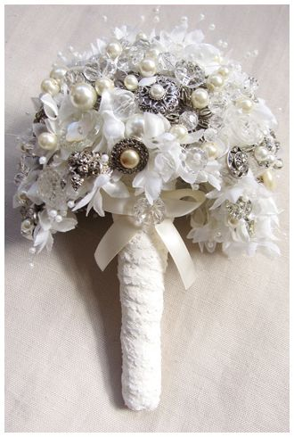 Silvertone_Waterfall_Brooch_Bouquet