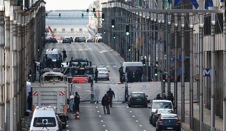 PRIGI - La Francia schiererà 90mila uomini per garantire la sicurezza degli Europei di calcio, la cui partita inaugurale (Francia-Romania)