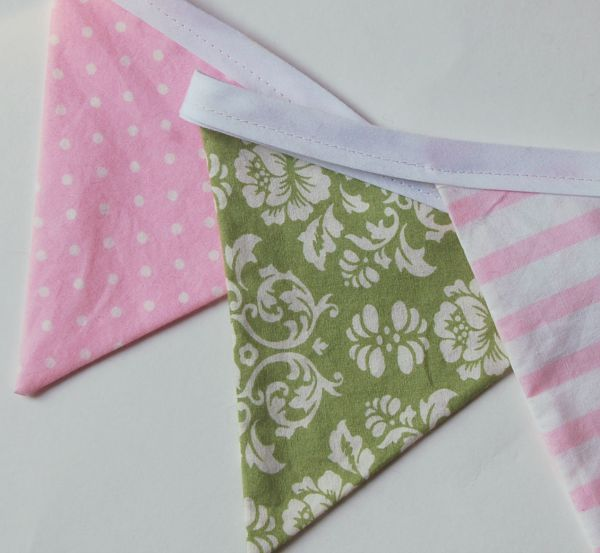 This is a quick and simple fabric bunting tutorial for a bunting decoration for nurseries, girl's bedroom, craft fair displays, and more.