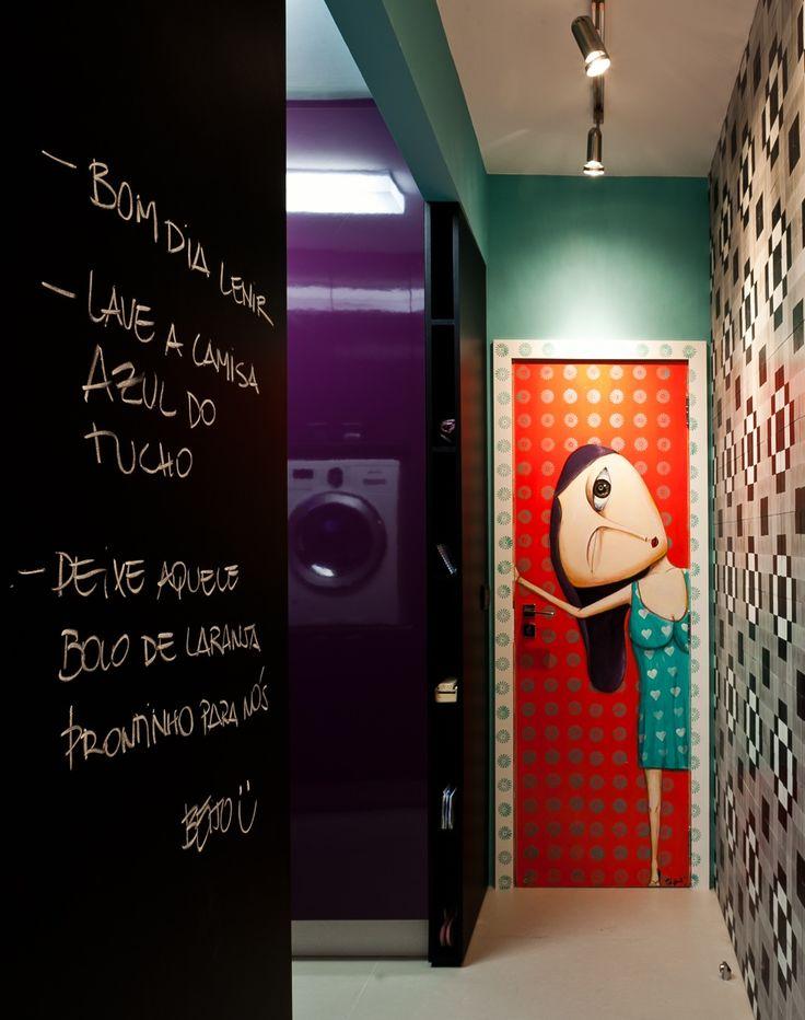 Decoração de: Área de serviço - porta com grafite; Casa de Valentina
