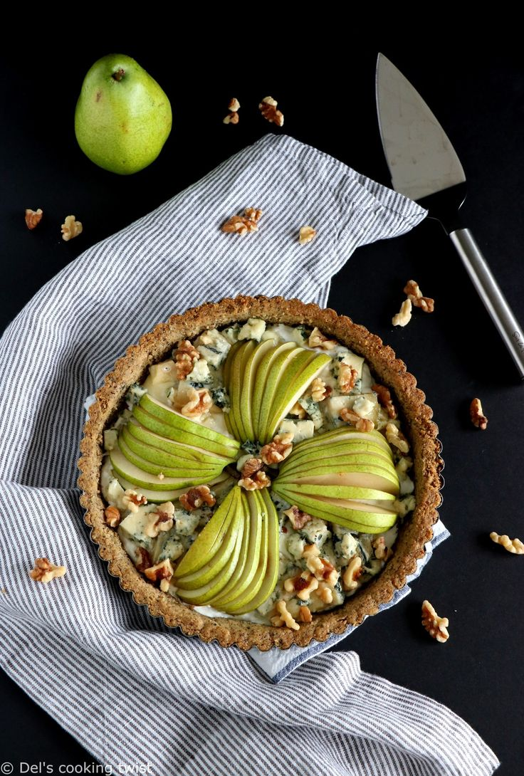 This vegetarian French pear and blue cheese tart with a crispy walnut crust is bursting with strong, hearty and fall flavors. | Del's cooking twist