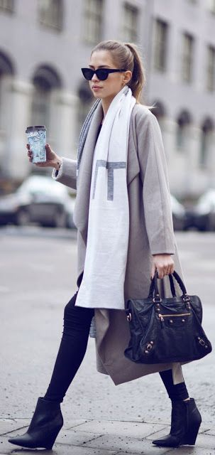 Fall fashion | Super long scarf, grey coat and booties