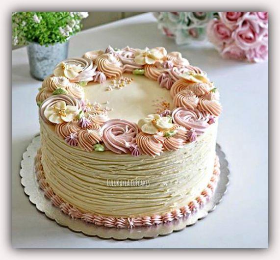 Estos diseños de pasteles de cumpleaños seguro que te van a encantar, pues te servirán para festejar a cualquier tipo de mujer ya sea si estas elaborando tortas de cumpleaños para mujeres jóvenes o pasteles para mujeres mayores.