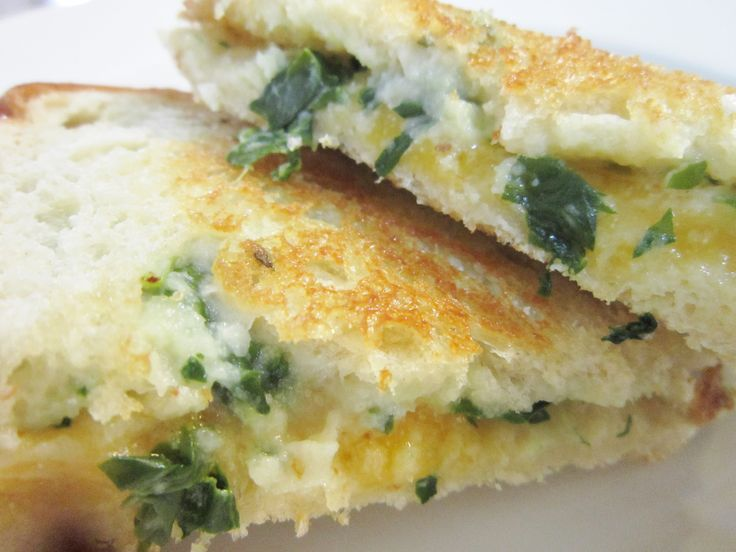 Spinach and Cauliflower Alfredo Grilled Cheese.Sauces Vegan, Alfredo Sauces, Spaghetti Squashes, Zucchini Noodles, Alfredo Grilled, Spinach, Desserts Appetizers, Cauliflowers Alfredo, Grilled Cheeses