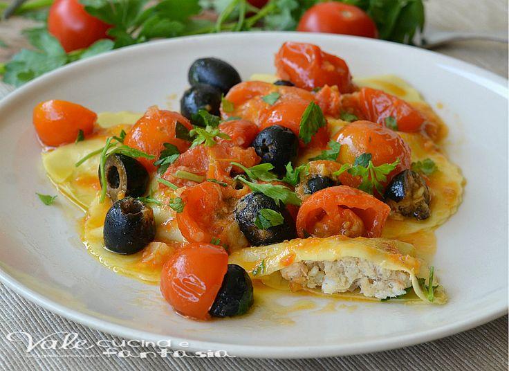 Ravioli ripieni di branzino con olive nere e pachino un primo piatto gustoso e profumato, con branzino fresco e poi condito con un condimento semplice