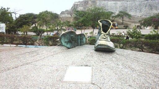 Escultura Zapatos Viejos Cartagena