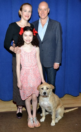 Katie Finneran, Anthony Warlow, and Lilla Crawford share a photo with Sunny, the rescue dog who will star as Annie's canine companion Sandy(© David Gordon)
