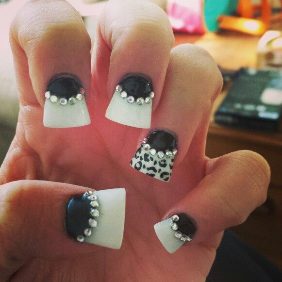 White & Black Flare Nails