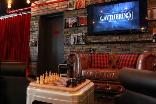 Hotel Gaythering Miami Beach (Florida) Located in the Lincoln Road shopping district, this gay-friendly Miami Beach boutique hotel features a complimentary men-only self-service spa, including a hammam, steam room, dry sauna, and hot tub. Over 10 restaurants are within 5 minutes' walk.