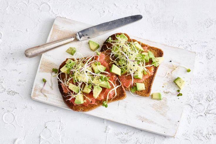 Avocado en olijfolie bevatten goede vetten die meer dan welkom zijn bij het ontbijt of de lunch. - recept - Allerhande