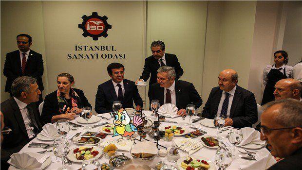 Minik Kuş İstanbul Sanayi Odası'nda düzenlenen iftar yemeğine katılmış.