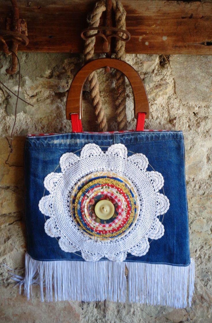 Centrino su borsa tessuto jeans con...fiore di tessuti