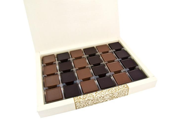 Sade ve şık kutusunda Mild Madlen çikolatalar ile doldurulmuş 500 gr madlen çikolata keyfi. Özel günleriniz ve kurumsal çalışmalar için uygundur. Her biri özenle üretilmiş, sizi bambaşka diyarlara götürecek, damak tadınıza uygun, spesiyal çikolatalarımız. Sade kutusu ile şık ve lezzetli. çikolata sepeti, çikolatasepeti, chocolate, özel çikolata,ganaj,turuf, karamel, krokant, krenç, nuga, mild