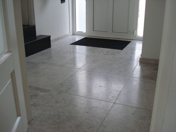 Silvery-white-marmeren vloer