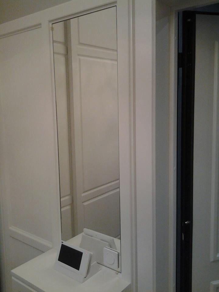 Данный проект выполнен силами нашей компании в июне 2017г. Зеркальная панель в прихожей. В проекте использовалось зеркало серебро 4мм с фацетом 10мм. . Установка зеркала производилась с помощью скрытого крепежа на панель из МДФ. Проект реализован в г. Москва, ул. Таежная, дом 8