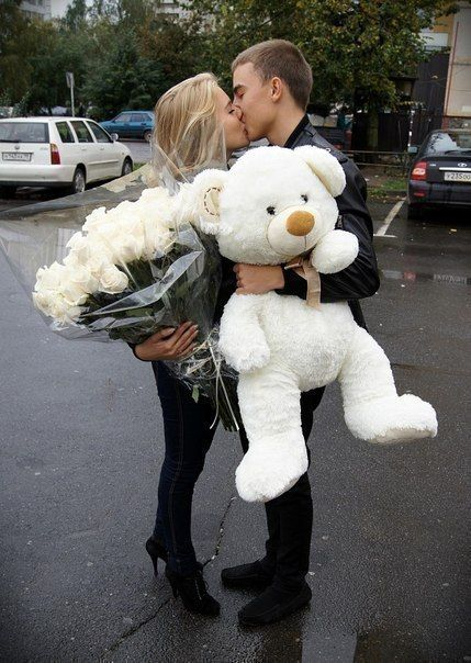 bouquet, boyfriend, couple, flowers, gift, girlfriend, kiss, love, relationship, stuff toy, surprise, sweet, teddy bear, white