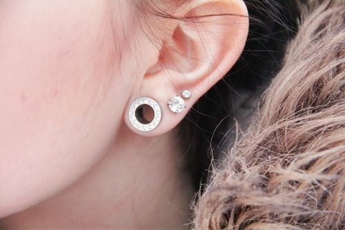 Part of me really really wants gauges. Small ones like this ❤ And GUESS WHAT. I GOT THEM!