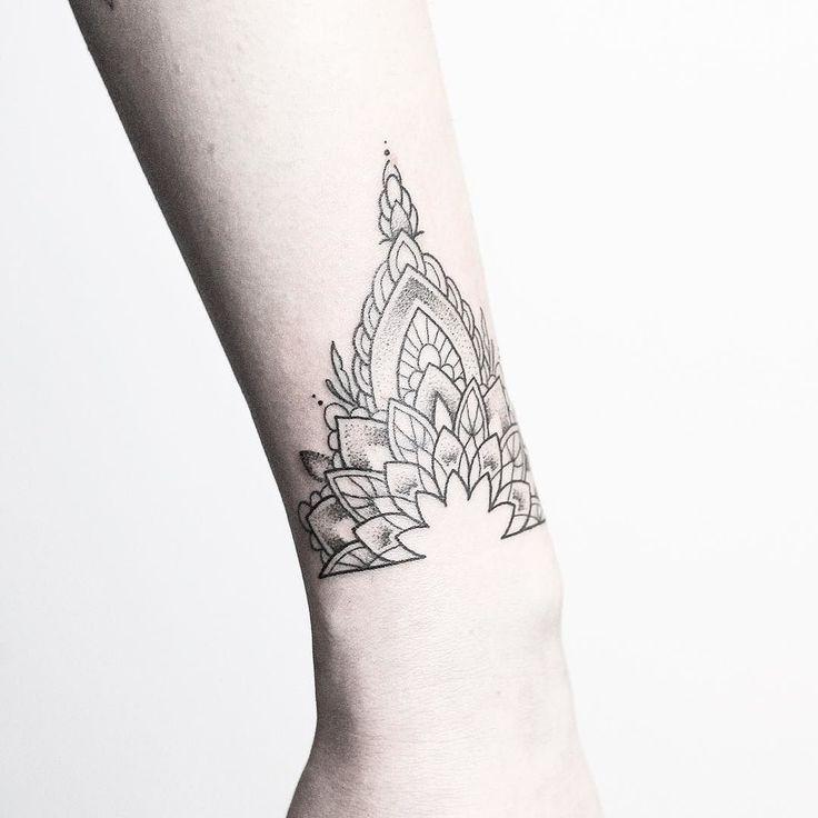 1000 Ideas About Bracelet Tattoos On Pinterest