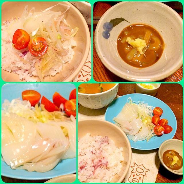 お刺身用が売ってたので、イカ刺し作ってみた。端っこの部分はワタのしょうゆ漬けがあったので即席塩辛作ってみた(o⁰⊖⁰o)  ごはんは菊花の甘酸漬けを利用した酢飯〜(๑´ڡ`๑)イカ刺し丼として食べてもおいしかった♡ - 69件のもぐもぐ - イカ刺しイカが〜♪( ´θ`)ノ by morimi32