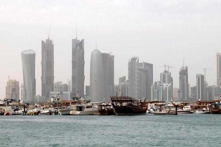 Qatar Tolak Daftar Hitam Terorisme tanpa Dasar dari Saudi dan Sekutunya  SALAM-ONLINE: Arab Saudi dan sekutunya Jumat (9/6) mengeluarkan daftar hitam berisi 59 individu dan 12 entitas terorisme yang mereka sebut memiliki hubungan dengan Qatar. Saudi Uni Emirat Arab (UEA) Mesir dan Bahrain mengeluarkan daftar hitam itu setelah memutuskan hubungan diplomatik dengan Doha Senin (5/6) lalu.  Pernyataan yang dikeluarkan oleh Saudi dan sekutunya telah meningkatkan tekanan pada Qatar lantaran…