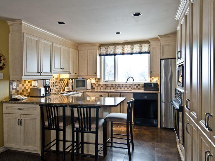 Cette cuisine au style champ tre est plus qu 39 invitante et for Armoire de cuisine style champetre
