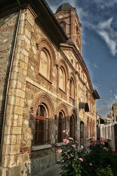 Sveti George Ortadoks kilisesi/Edirne/// 1880 yılında kurulan Sv. Georgi, Edirne'nin arka sokaklarında küçük bir Ortodoks kilisesi. Kurulduğundan bu yana aynı ailenin üyeleri papazlık yapıyor.