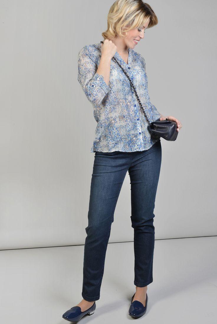 ANTONELLE CHEMISE BLOUSE SOIE IMPRIME FLEURS BOHEME Réf :  17CH1882 Blouse forme loose, imprimée fleurs indiennes elle possède encolure V, elle possède une patte à bouton qui retient la manche 3/4. Portez-la avec un pantalon sobre. #Antonelleparis  #clothing #instashop #chemise   #lookoftheday #motif #fleur #bleu  #womenswear #closet  #ss17