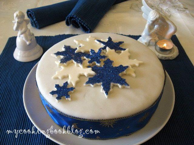 Коледният кейк е печиво, което обикновено се приготвя дълго преди Коледа, за да може да отлежииразгърне ароматите си. Най-честое с изключително сладък,богат вкус!Консумира се на малки парченца...
