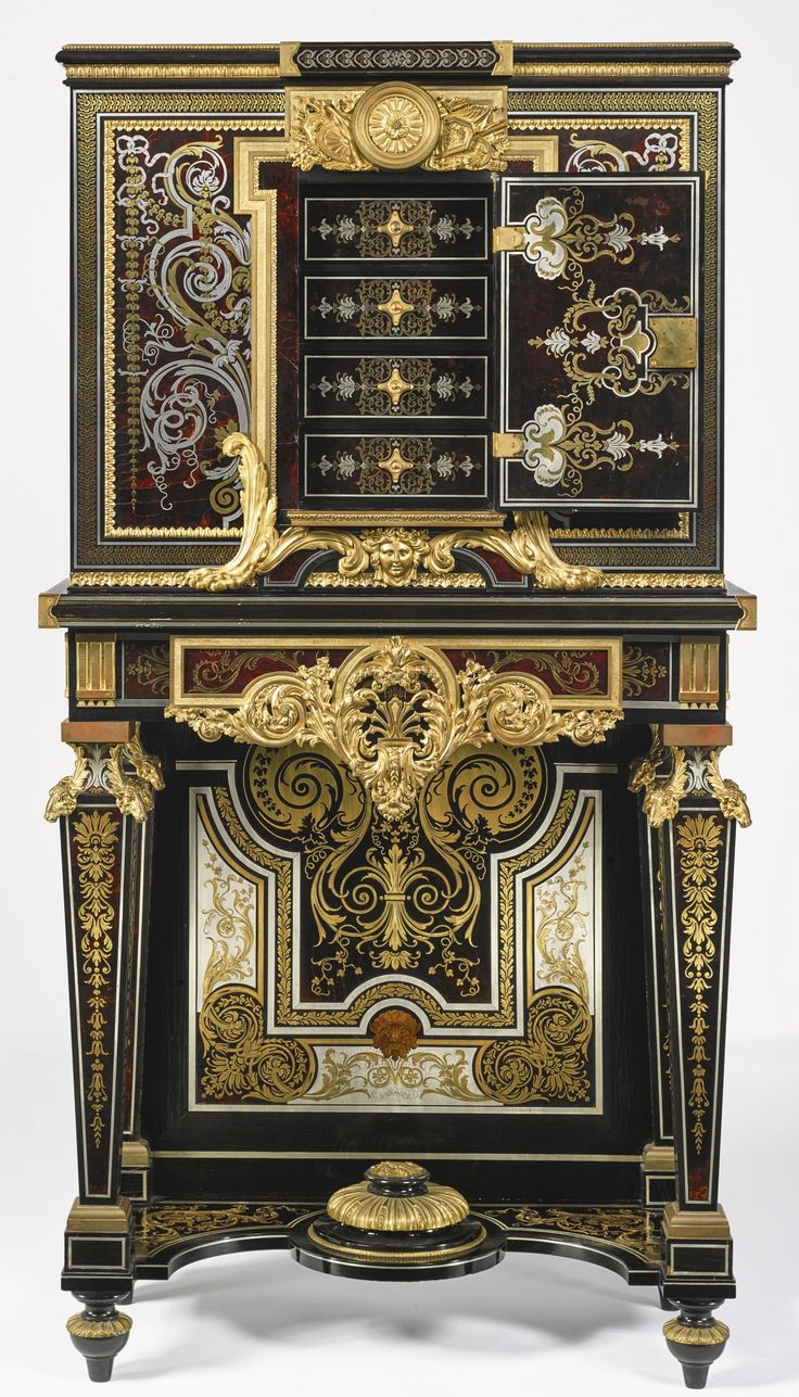 François Linke French, 1855 - 1946,  pair of Louis XIV style ebony and brass and tortoiseshell-inlaid Boulle marquetry bahut à deux corps Paris, 1913-14