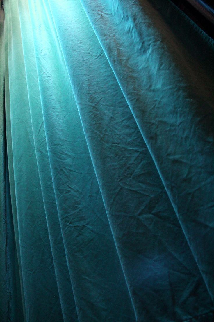Den turkosa ridån! Scenograf Lotta Nilsson. Fotograf Linda Sinkkonen. #curtain #turkos #turquoise #teater #Theatre #sammet #velvet