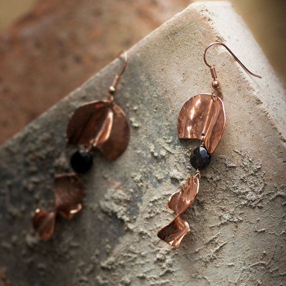 Handmade earrings in 18K pink gold plated and vitrified copper, with black onyx.