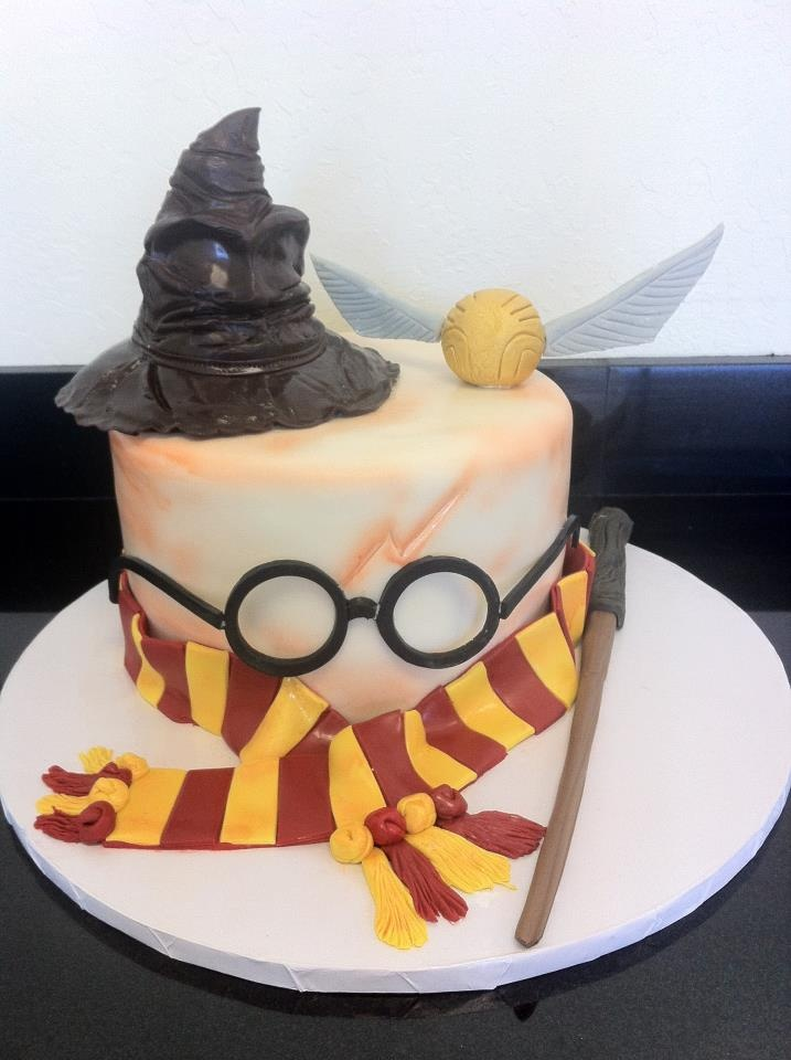 57 best images about harry potter cakes on pinterest birthday cakes harry potter snitch and. Black Bedroom Furniture Sets. Home Design Ideas