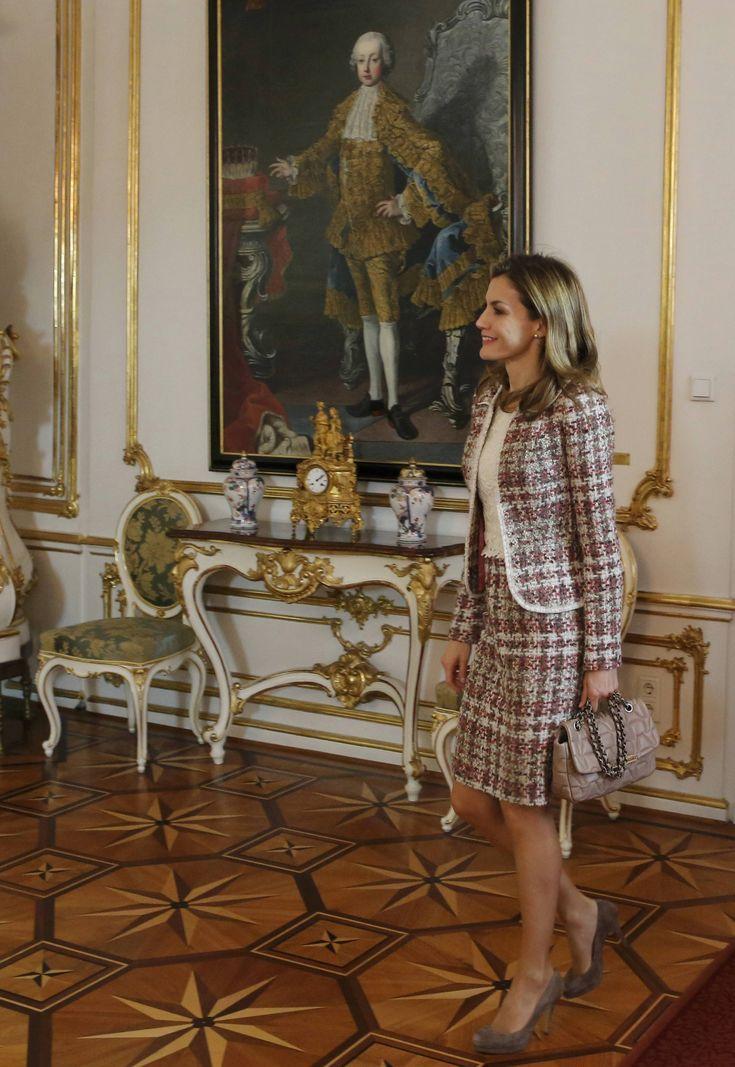 Queen Letizia, on her first solo visit as Queen Consort, met with President Heniz Fischer and First Lady Margit Fischer of Austria in Vienna, October 27, 2014.