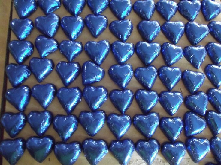 FOIL WRAPPED SMALL CHOCOLATES (DARK OR WHITE CHOCOLATE)  Small chocolate hearts foil wrapped - colour of foil to your choice. 0.60 cts