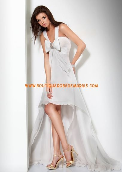 Robe de mariée originale court en avant orné de noeud