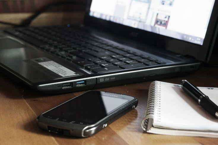 La Consulenza online può essere eseguita via chat oppure via webcam, a volte via mail, ed è utile ad inquadrare una problematica. E' specificatamente regolamentata dal codice deontologico dell'Ordine degli Psicologi e non sostituisce in alcun modo il complesso rapporto che si crea tra psicologo/psicoterapeuta e paziente, né attraverso di essa si possono svolgere diagnosi e utilizzare tecniche mirate al cambiamento.