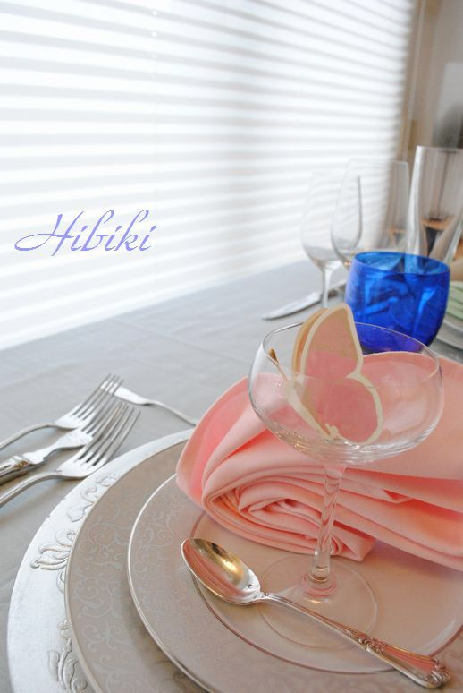 テーブルコーディネートレッスン ナプキンのカラーで、イメージが変わることを実感してもらいます。