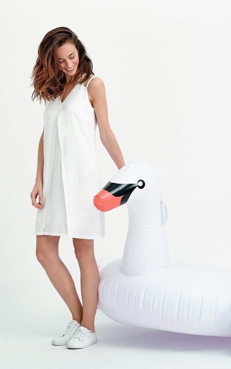 Robe blanche courte pour femme, découpes originales : Nuance