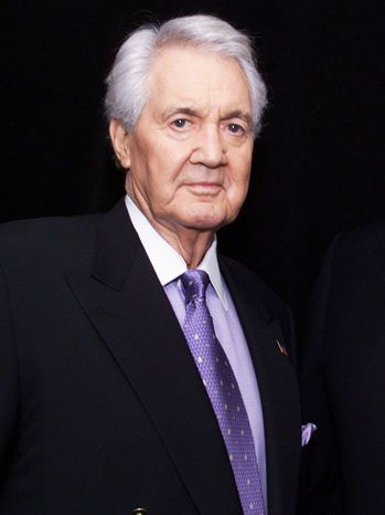 Pat Summerall, His career in television broadcasting began at CBS after a successful 10 year run in the NFL where he served as a kicker for the Detroit Lions, Chicago Cardinals and New York Giants. In 1981, Summerall was paired John Madden and for 22 seasons, the duo became the most successful broadcasting teams in the history of NFL sportscasting. Also he commentated on tennis and golf, serving as the voice of 27 Masters tournaments and 20 United States Tennis Opens. He was 82. (April 16th)