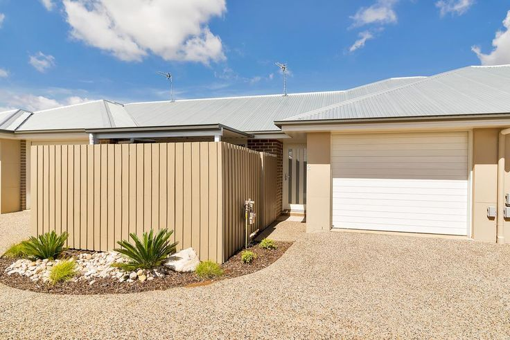 FOR SALE 2/13 Furness Court, Kearneys Spring, Toowoomba Qld 4350 $308000 Grab a Bargain! 2 bed 1 bath 1 car Leased until June 2016