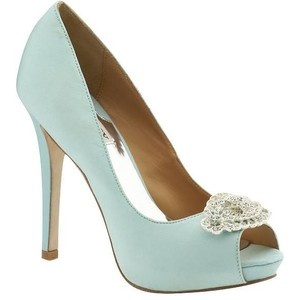 Love these wedding shoes in mint. #wedding #shoes