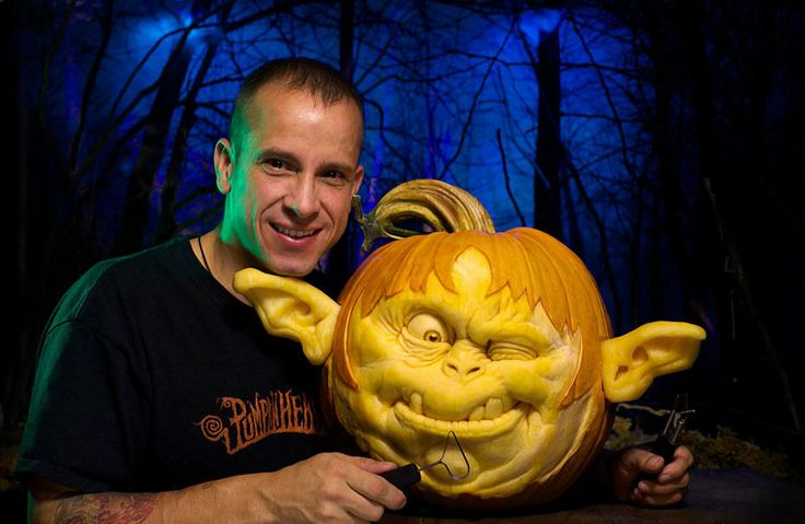 The Most Amazing Pumpkins You Will See This Halloween: http://villafanestudios.com/about-artists/ http://twistedsifter.com/2014/10/pumpkin-carvings-by-villafane-studios/