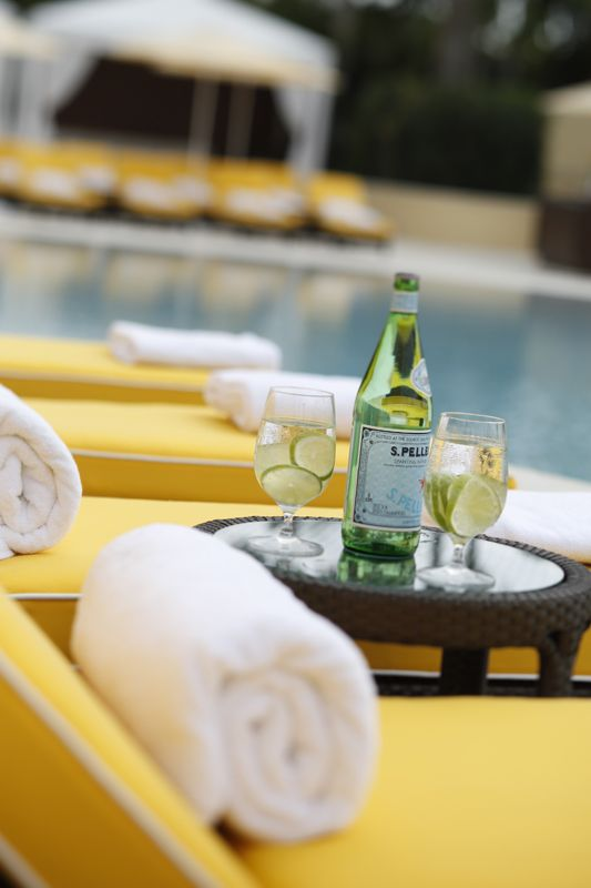 Enjoy refreshing beverages and cocktails from the Palm Grill, located at the Royal Palm Pool.